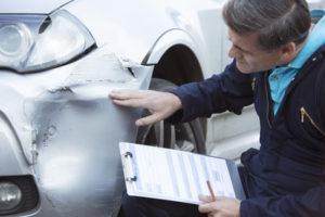 Bei einer Fahrerflucht mit Sachschaden wird in der Regel ein Unfallgutachten erstellt.
