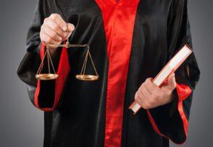 Die Strafe bei einer Fahrerflucht wird durch ein Gericht festgesetzt.