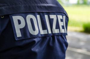 Um keine Unfallflucht zu riskieren, sollte die Polizei verständigt werden.