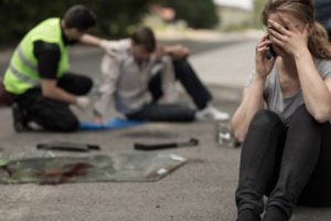 Als Teil der Strafe bei Fahrerflucht mit Personenschaden kann eine fahrlässige Körperverletzung dazukommen.