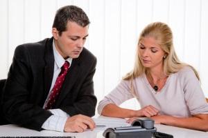 Einen Anwalt für Verkehrsstrafrecht sollten Sie nach Möglichkeit lieber früher als später aufsuchen.