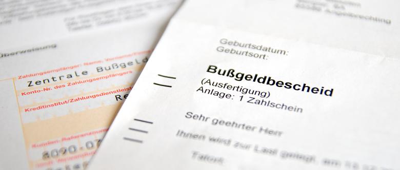 Nach einer Ordnungswidrigkeit im Straßenverkehr erhalten Sie normalerweise einen Bußgeldbescheid.