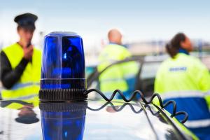 Fahrerflucht anzeigen: Melden Sie den Vorfall der Polizei!