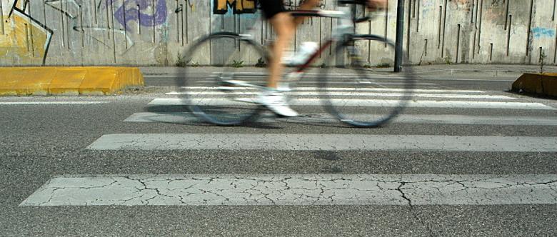 Fahrradunfall: Wenn die Autotür unachtsam geöffnet wurde, kann es schnell einen Radfahrer treffen.