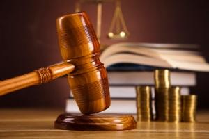 Mit einer Sperrfrist müssen Sie sich nicht abfinden. Das Gericht kann sie im Einzelfall verkürzen.