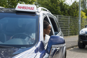 Eine MPU-Auflage ohne vorherigen Führerschein kann dem späteren Besuch einer Fahrschule im Weg stehen