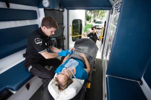 Haben Sie kein Handy zur Hand, können Sie auch eine Notrufsäule nutzen, um den Krankenwagen zu rufen.
