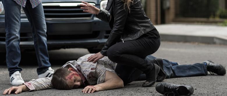 Der Verursacher eines Autounfalls muss in der Regel Schadensersatz und Schmerzensgeld zahlen.