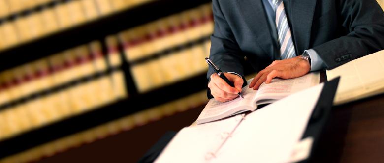 Um erfolgreich Schmerzensgeld gelten zu machen, empfiehlt es sich, einen Rechtsanwalt einzuschalten.