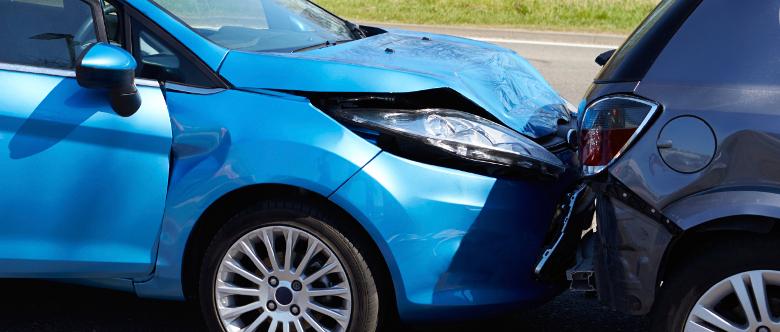 Ist ein Schuldeingeständnis nach einem Autounfall bindend?