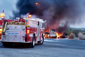 Wurden Sie in einen Unfall mit Gefahrgut verwickelt, sollten Sie unbedingt Abstand zur Unfallstelle halten.