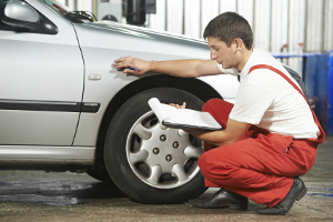 Ob es sich um einen Unfall ohne Schaden handelt, sollte in einer Werkstatt geprüft werden.