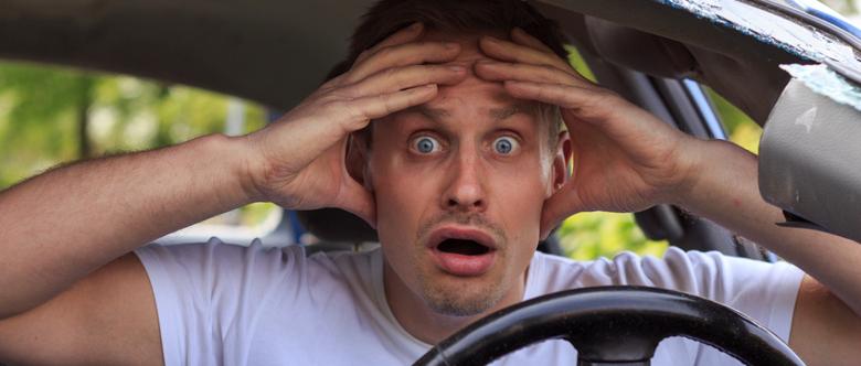 Nach einem Unfall im Straßenverkehr wissen viele Fahrer nicht, wie sie sich verhalten sollen.