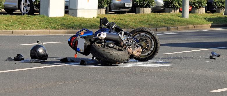 Wie Sie einen Unfallbericht richtig schreiben, erläutert dieser Ratgeber.