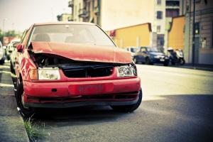 Ob ein wirtschaftlicher Totalschaden am Auto vorliegt, entscheidet u.a. die Höhe der Reparaturkosten.